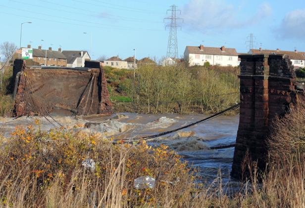 File:Workington bridge collaspe.jpg