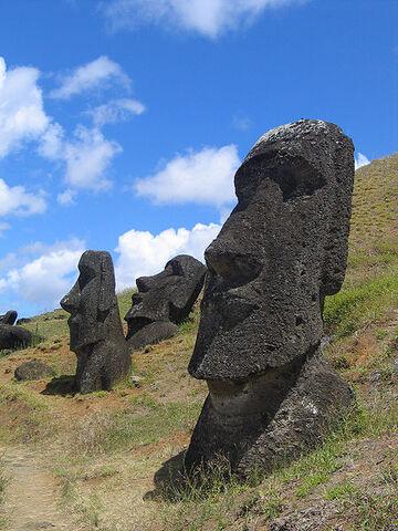File:450px-Moai Rano raraku.jpg