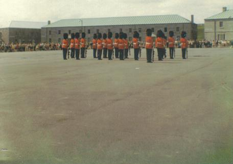 File:Changing of the guard outside old walled city of Quebec, Canada.jpg
