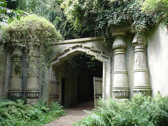 File:800px-EgyptianAvenue HighgateCemetary.jpg