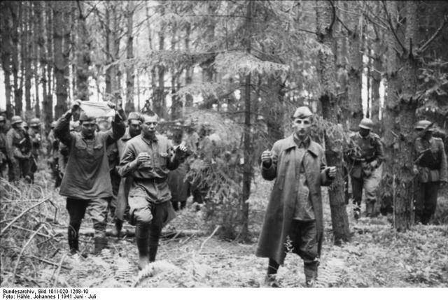 File:Russland Gefangennahme russischer Soldaten.jpg