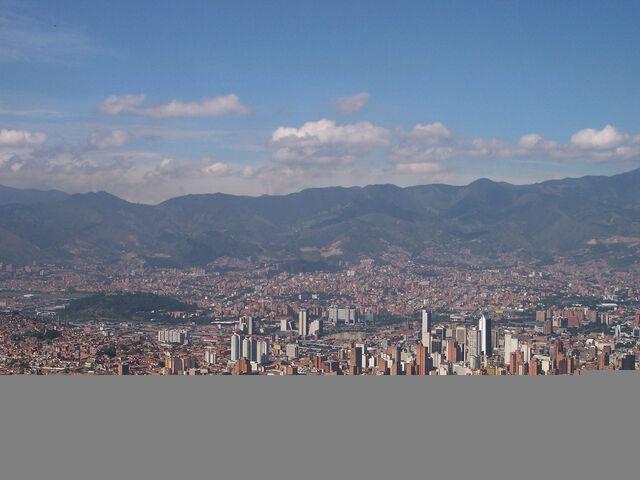 File:Panoramica de Medellin-Colombia.jpg