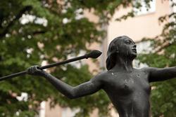 Luna statue