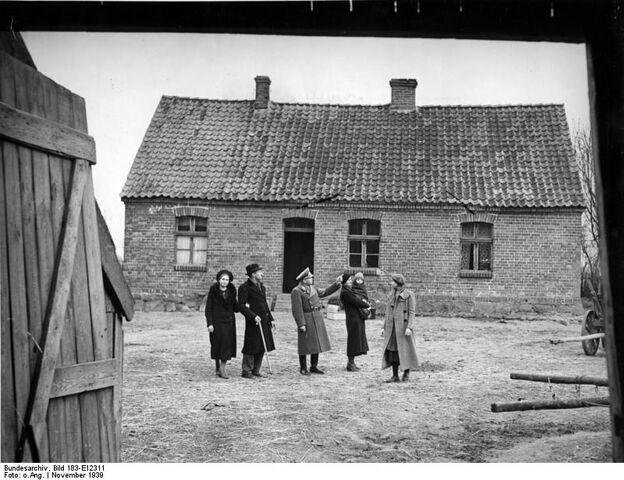 File:Resettled Baltic Germans2.jpg