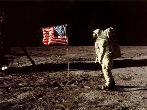 File:Moonlanding 1967.jpg