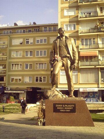 File:6 1202855580 statue-of-a-kla-xmartyrx.jpg