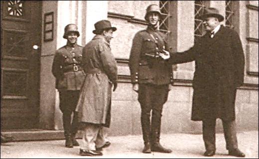 File:Deutschland Siegt Karlis Ulmanis 1934 1.PNG