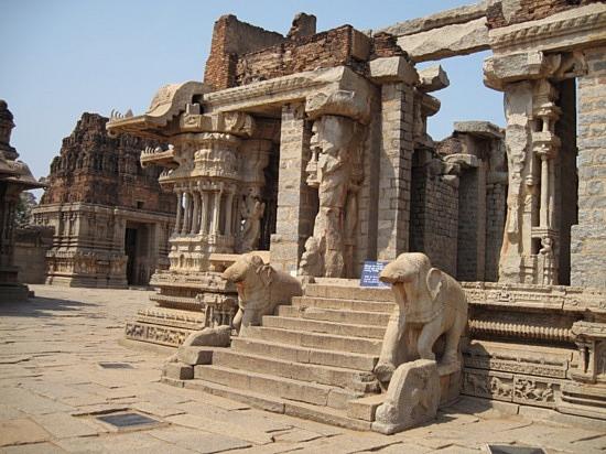 File:India2007.1238372580.hampi-ruins-3.jpg