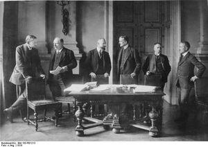 Bundesarchiv Bild 183-R01213, Versailles, deutsche Verhandlungdelegation