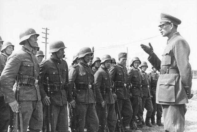 File:Bundesarchiv Bild 183-N0301-503, General Wlassow mit Soldaten der ROA.jpg