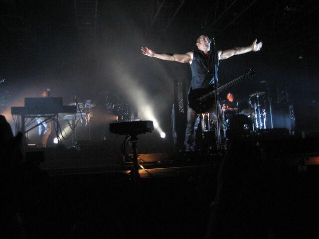 File:Nine Inch Nails Moline 10.jpg