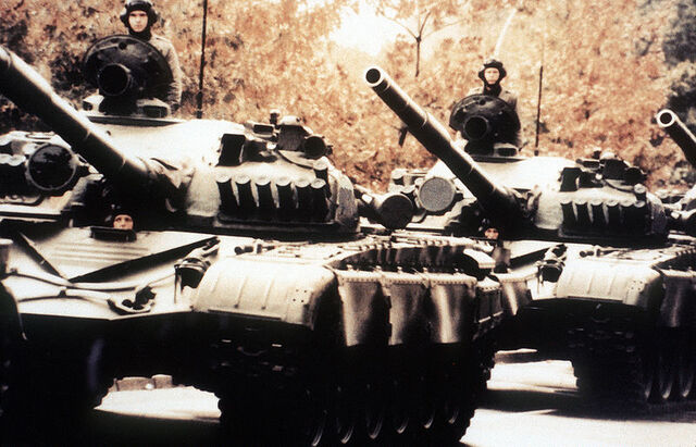 File:800px-Soviet T-72 main battle tanks.jpeg