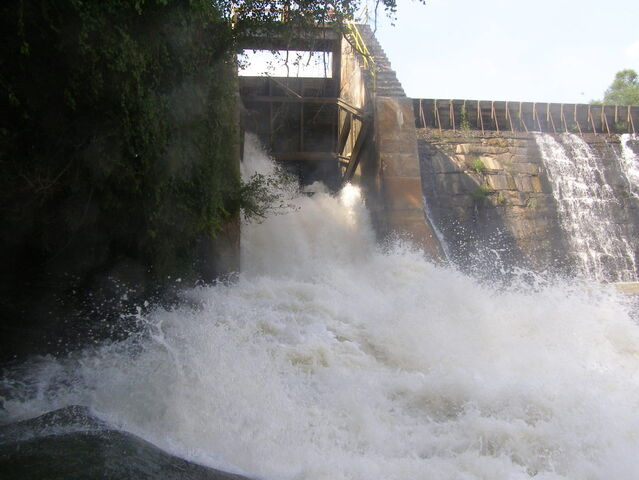 File:The spillway just below the Dam.jpg