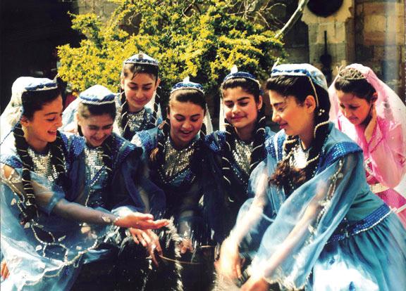 File:Azerigirls.jpg