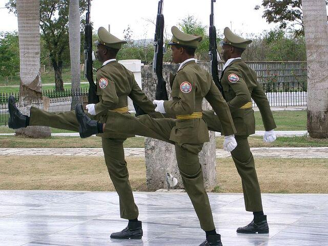 File:800px-Santiago de Cuba - Garde au Mausolée José Marti.jpg