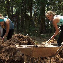 Caroline &amp; Jennifer doing the <i>Sheets</i> Detour in <a href=