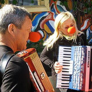 Gary &amp; Mallory perform the <i>Circus Band</i> Detour on <a href=