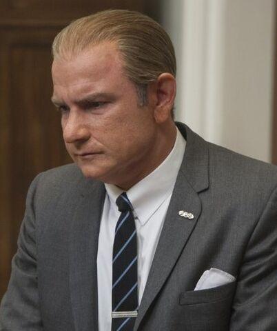 File:Lyndon B. Johnson played by Liev Schreiber in The Butler.jpg