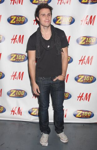 File:Kris+Allen+Z100+Jingle+Ball+Arrivals+2+Wv2sibL36y0x.jpg