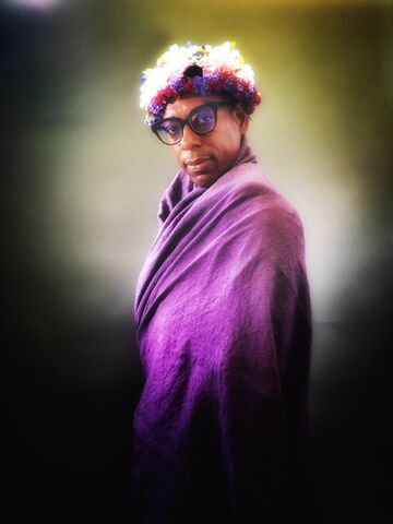 File:Orlando jones flower crown.jpg
