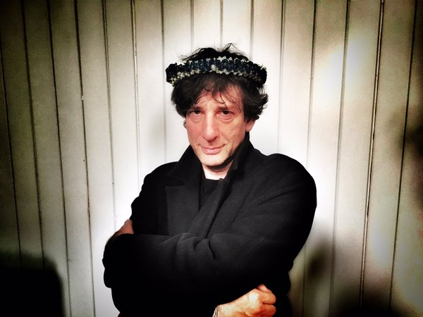 File:Neil gaiman crown.jpg