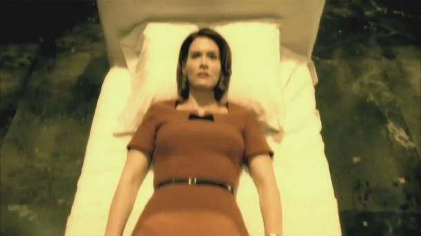 File:American-horror-story-asylum-sarah-paulson-in-bed-e1346367410355.jpg