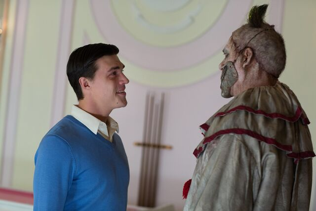 File:AHS-Freak-Show-Massacres-and-Matinees-4x02-promotional-picture-american-horror-story-37686706-3000-2000.jpg