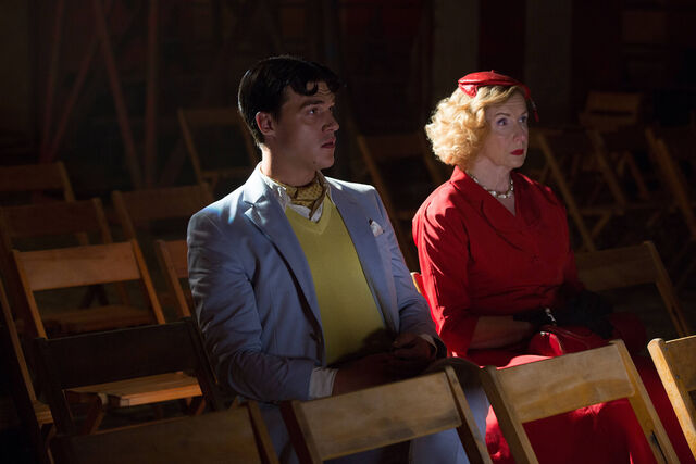 File:AHS-Freak-Show-Monsters-Among-Us-4x01-promotional-picture-american-horror-story-37675245-2126-1417.jpg