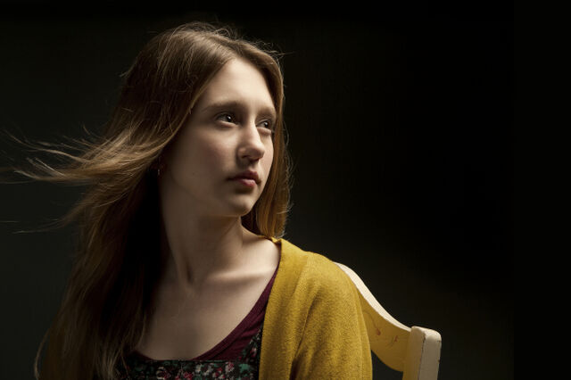 File:Taissa-Farmiga-as-Violet-Harmon-in-AMERICAN-HORROR-STORY-1.jpg