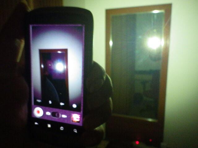 File:Nexus One Flash-Light.jpg