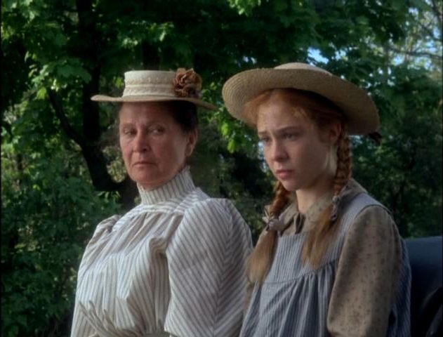File:Anne and-marilla in buggy.jpg