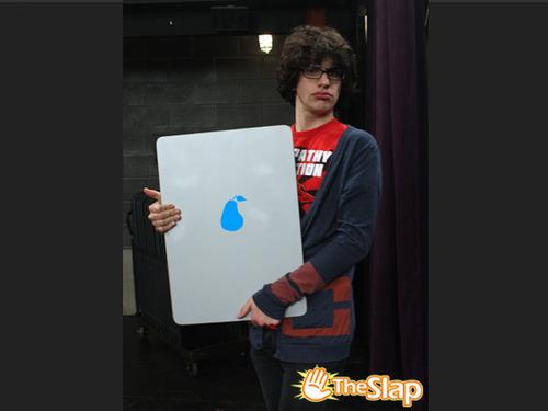 File:RobbiePearPad.jpg