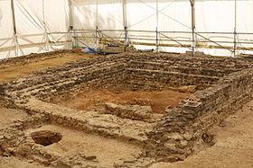 File:280px-Naves 19 - Site archéologique de Tintignac 20130804-04.JPG