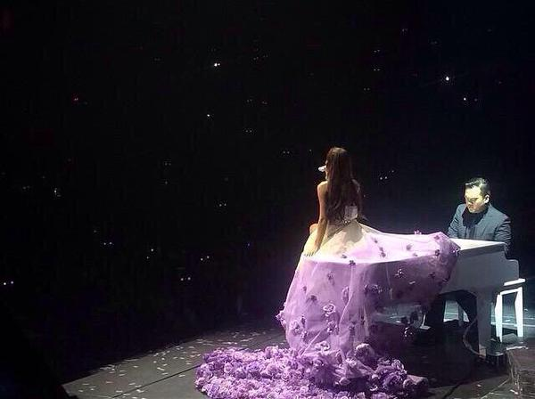 File:Honeymoon Tour 22.jpg