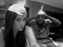 File:Leon&ArianaHats.jpg