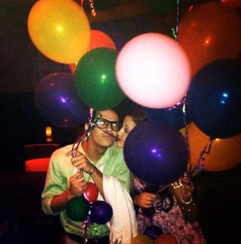 File:Jordan and ariana balloons.png