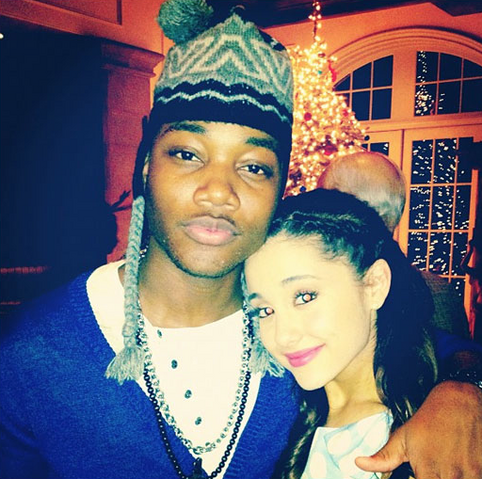 File:Ariana and Leon, Christmas.png