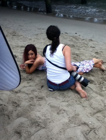 File:Ariana at the beach.png