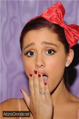 File:ArianaGasp.jpg