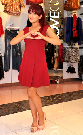 File:Ariana makes a heart in a store.jpg