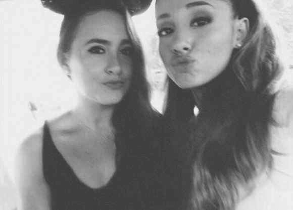 File:Ariana with Alexia (disneyland).png