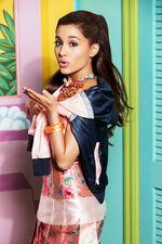 Ariana Grande -3
