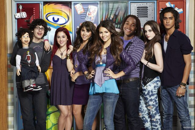 File:Victorious Cast.jpg