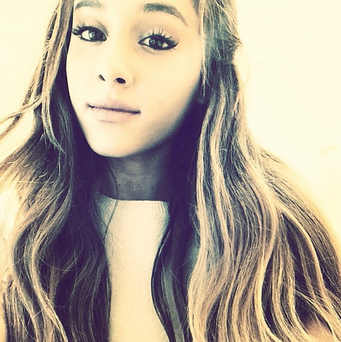 File:Ariana Grande on January 13, 2014.png
