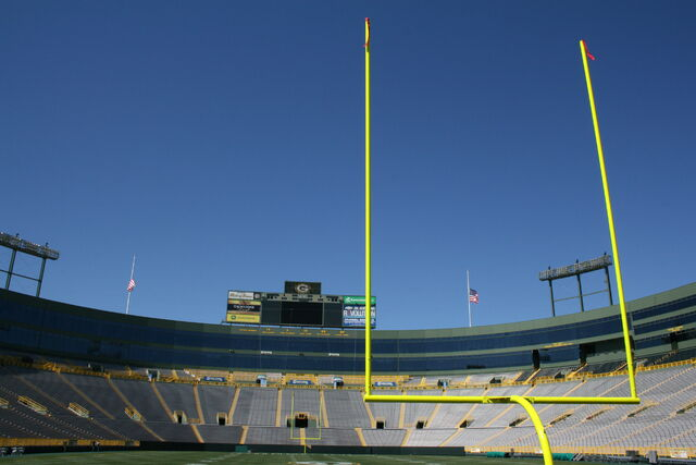 File:Lambeau Field-1195802350-920.jpg
