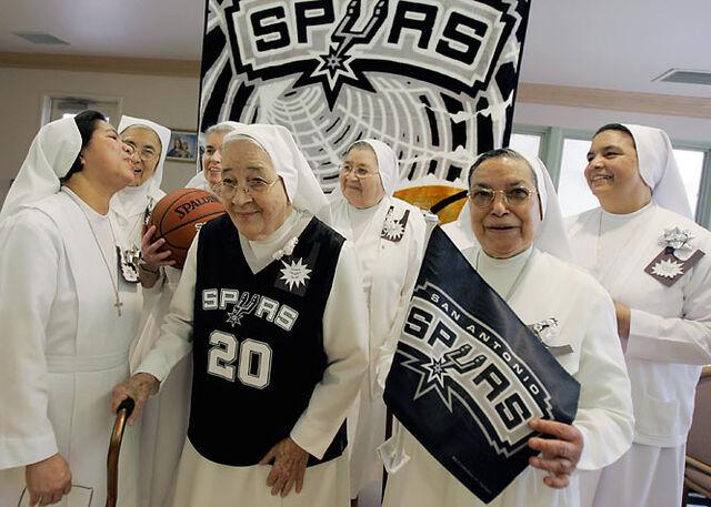 File:Nuns.jpg
