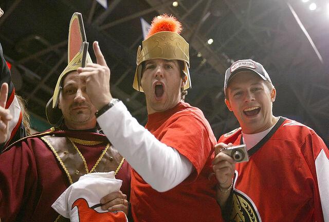 File:Dresseduphockeyfans.jpg