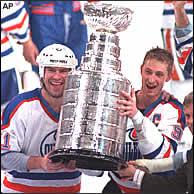 File:Gretzkymessieroilers.jpg