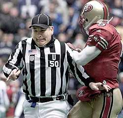 File:DAL referee 1230.jpg