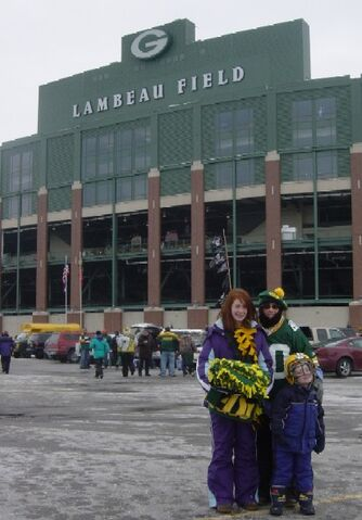 File:1199988700 Outside Lambeau 4x6.JPG